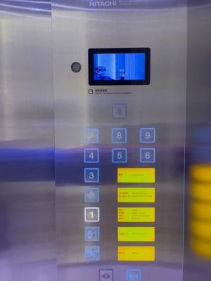 エレベーターでは顔認証に成功するとフロアボタンが押せる
