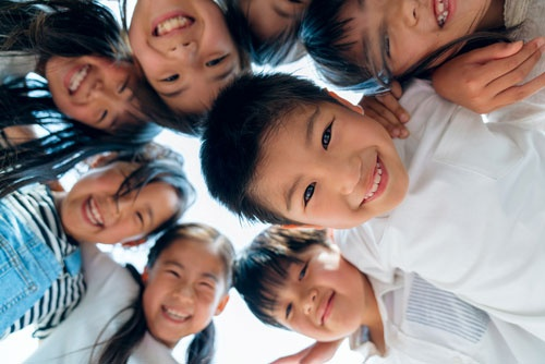生活水準は下がらず、子どもたちの未来は明るい?写真はイメージ(写真:JGalione / Getty Images)