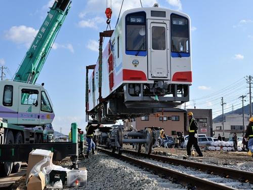 2013年2月、南リアス線に新たな車両を搬入した(写真提供:三陸鉄道)