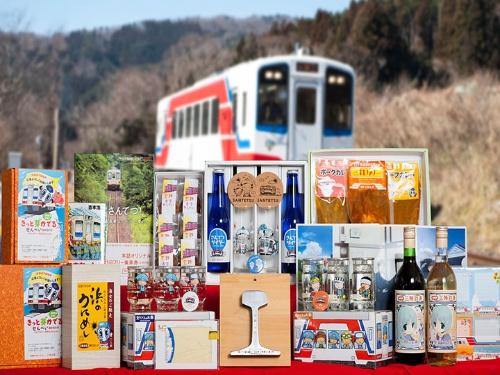三鉄グッズ・地域コラボ商品の数々(提供:三陸鉄道)