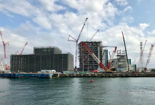 建て替え工事が進む横須賀火力発電所