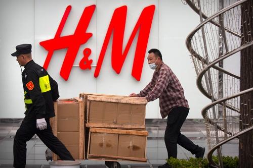 中国で3月下旬から、スウェーデンのアパレル大手へネス・アンド・マウリッツ(H&M)の不買運動が広がっている(写真:AP/アフロ)