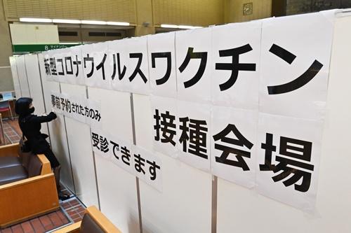 4月12日に各地で高齢者へのワクチン接種が始まった。写真は東京都八王子市(代表撮影)