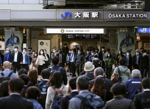 大阪府の新型コロナの新規感染者数は4月25日の日曜日に1050人となった(写真:共同通信、26日午前)