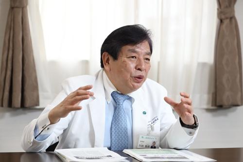 「大阪の医療状況は極めて厳しい」と、大阪市で加納総合病院などを経営する社会医療法人、協和会の加納繁照理事長は言う(写真=太田 未来子)