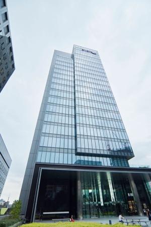 ベントール・グリーンオークが購入した音楽大手エイベックスの本社ビル(写真:アフロ)