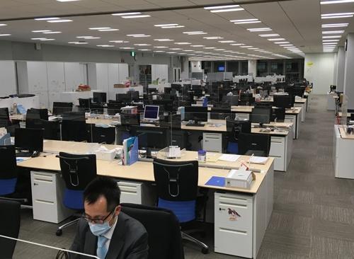 本社の出社率は3~4割にとどまり、オフィスの削減に踏み切った
