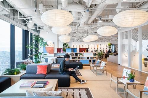 渋谷スクランブルスクエア内にあるシェアオフィス。Gunosyやトラストバンク、ギークス、メタップスなど、有力なスタートアップが次々と本社移転を決めた(©︎WeWork)