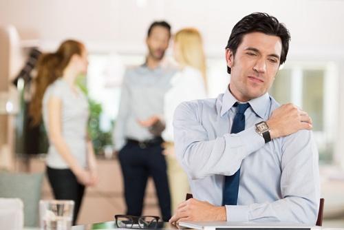 自分の得意な分野で、独りでコツコツと仕事をして成果を挙げてきた人が、出世してチームのリーダーなどになったときに、苦手な「周囲とのコミュニケーション」の場面に直面することもある (c)rido-123RF