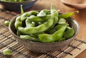 枝豆のほか、納豆や豆腐、厚揚げ、大豆もやしなど、大豆を使ったつまみは多い(写真はイメージ=123RF)