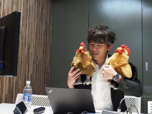 4月上旬、APホールディングスの野本周作COOは東京・池袋の本社から社員に向けて新年度の方針を発表した