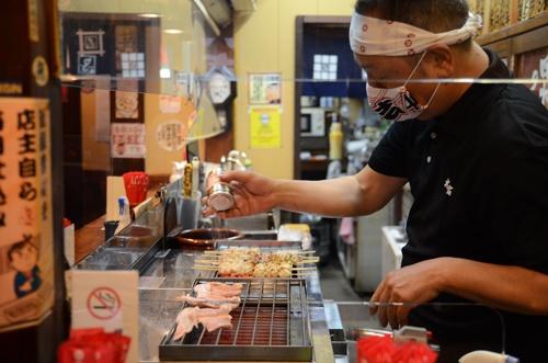 八幡男山店は水元さんにとって4店目。2店目は阪神大震災で全壊した