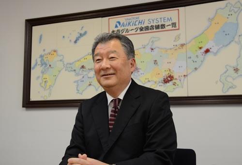 ダイキチシステムの牟田稔会長は、やきとり大吉の仕組みに自信を見せる