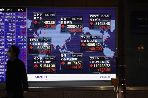 日経平均株価は今年2月には約30年半ぶりに3万円の大台に乗せたが……(写真:共同通信)