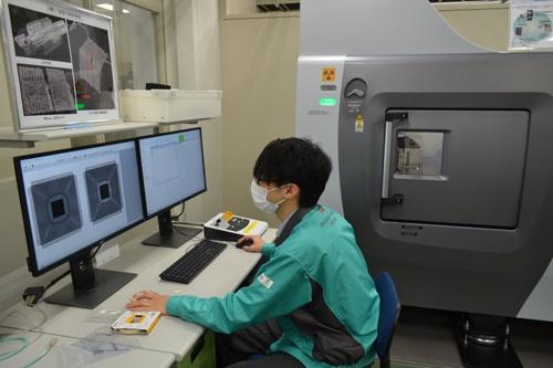 沖エンジニアリング(東京・練馬)は半導体がニセモノかどうかを分析するサービスに乗り出した