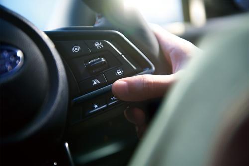 STIスポーツは、走りの特性を5つのモードから選んでワンタッチで切り替えられる「ドライブモードセレクト」機能を備える