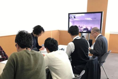 毎週のビデオ会議やLINE、メールで英語を積極活用