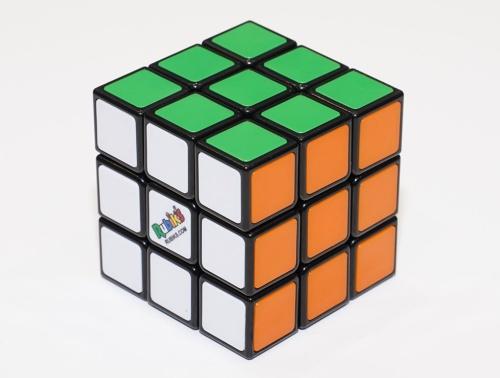 1面が3×3の一般的なルービックキューブ(税込み2420円)