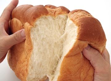 成澤氏の味評価/通常の食パンよりも甘みがある。焼くと表面がカリッとして香りが立った