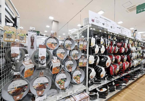 カインズには、機能性だけでなく見栄えの良いオリジナルのキッチン用品も多数ある