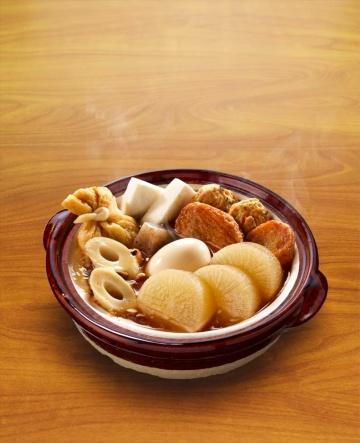 秋を迎えて冷たい風が吹くようになれば、きっと食べたくなるおでん。鍋キューブ おでん本舗<あごだし醤油>は、人気具材の大根にフォーカスを絞った(写真提供/味の素)