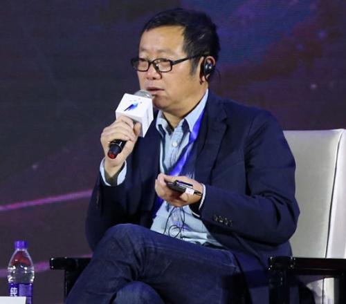 """<span class=""""fontBold fontSizeL"""">劉慈欣(りゅう・じきん/リウ・ツーシン)</span><br>63年、中国山西省生まれ。エンジニアとして発電所に勤める傍ら小説の執筆を始め、99年に中国のSF雑誌「科幻世界」でデビュー。『三体』で一躍世界的ベストセラー作家に(写真:VCG/Getty Images)"""