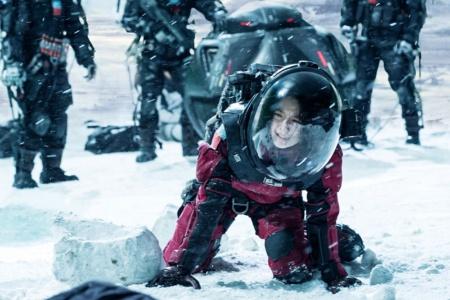 "<div class=""textAlignLeft"">映画『流転の地球』。壮大な太陽系脱出計画を描く<br>Netflixオリジナル映画『流転の地球』独占配信中</div>"