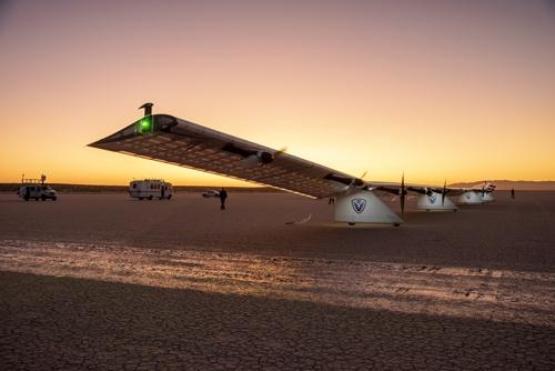 ソフトバンク子会社は20年に空飛ぶ基地局のテストフライトをした。写真は19年のカリフォルニア州でのテストフライトの様子(写真: NASA/Carla Thomas)