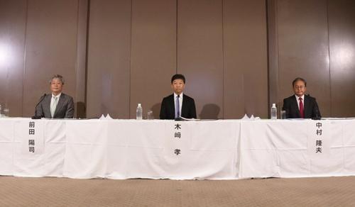 記者会見で調査報告書の内容を報告する弁護士団