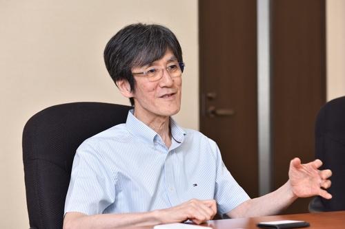 社風改革を20年続けるISOWAの磯輪英之社長(写真:上野英和、以下同)
