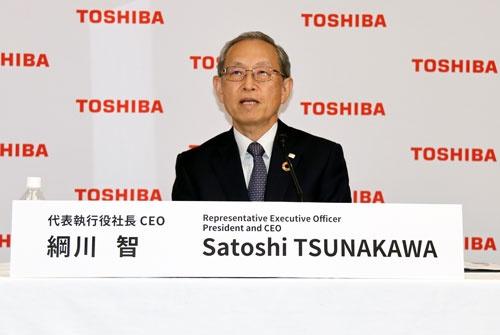 8月12日のオンライン会見に登壇した、東芝の綱川智社長兼CEO