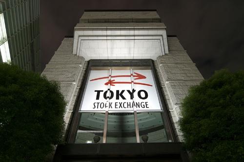来年4月に市場を「プライム」「スタンダード」「グロース」に再編する東京証券取引所。プライム上場維持基準に不適格の企業は8月時点で500超だ(写真:PIXTA)