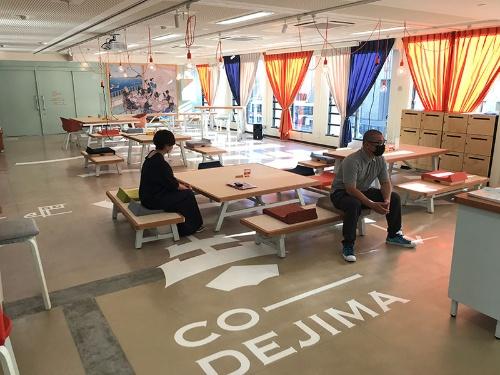 19年に営業開始したスタートアップ支援施設CO-DEJIMA。会員の3割弱が10~20代だ