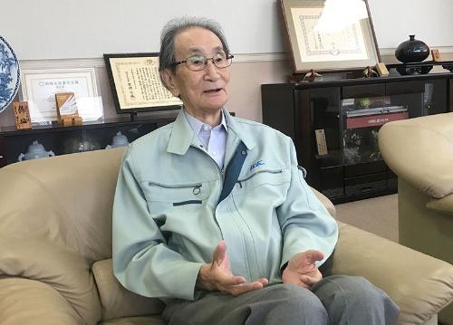 株式上場準備を進めているイサハヤ電子の井嵜春生会長兼社長。企業を永続的に成長させるために上場は必要だという