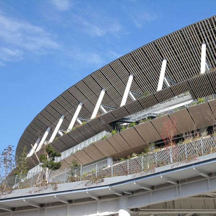 「幻のザハ案」があって実現した高コスパの隈流「国立競技場」