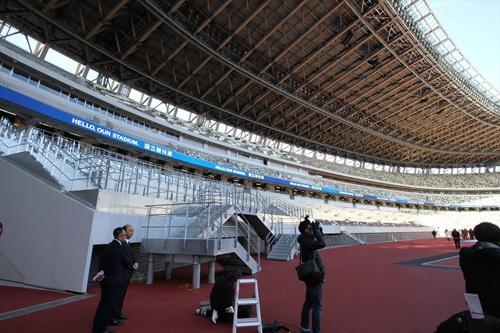フィールドのそばには、五輪用の仮設席もつくられていた(写真:宮沢 洋)
