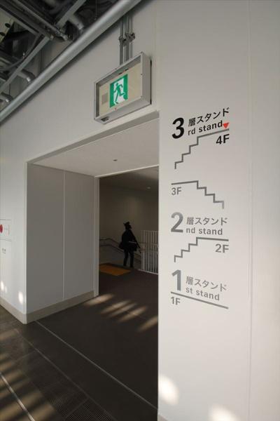 コンコースにある階段(写真:宮沢 洋)