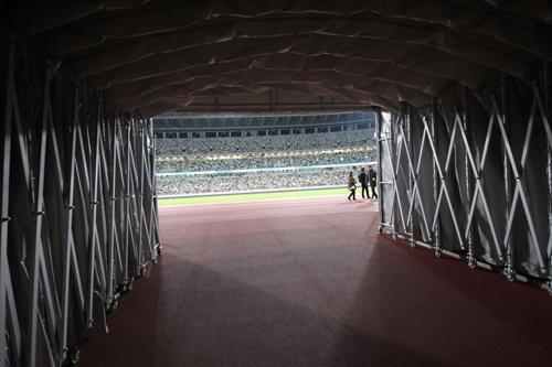 フィールドへの出入り口(写真:宮沢 洋)