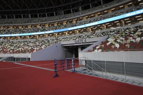 選手たちがフィールドに出るゲートの1つ(写真:宮沢 洋)