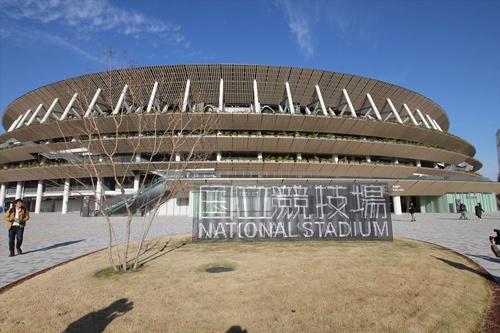 「国立競技場」と書かれた銘板の前が記念撮影ポイントとなりそう(写真:宮沢 洋)