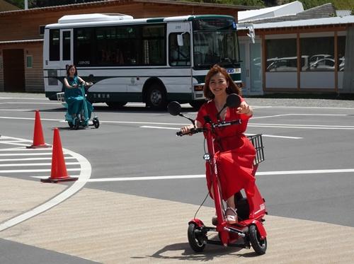 三重県多気町のVISON(ヴィソン)では、電動3輪バイクを借りてドライブできる。これも「スーパーシティ」を目指す構想の一環だ