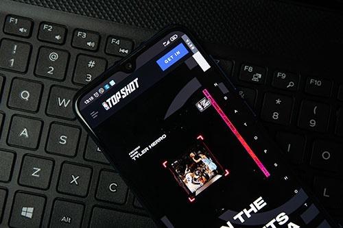 NFTを活用するデジタル版トレーディングカード「NBA Top Shot」では、カードをマーケットプレイスで売買できる(写真:ユニフォトプレス)
