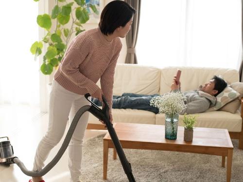 働く女性が増えているのに、家事や育児は女性が多く担う場合が多い。そろそろこの現実を変えていきませんか?(画像はイメージです)