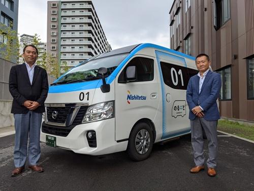 AIデマンドバス「のるーと」に取り組む西日本鉄道の日高悟氏(左)と三菱商事出身の藤岡健裕氏(右)