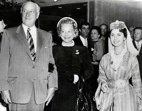 写真左端がコンラッド・N・ヒルトン。1955年、「ヒルトン・イスタンブール」のオープニングで撮影されたカット(写真:ユニフォトプレス)