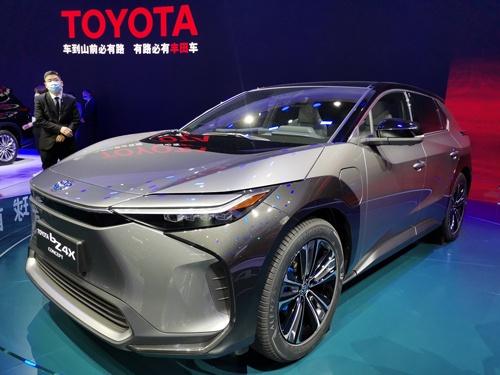 トヨタ自動車はスバルと共同開発したSUV(多目的スポーツ車)タイプの電気自動車(EV)「bZ4X」を2022年に中国で販売する予定だ