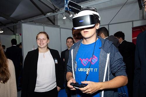 Ecole Polytechniqueでのキャリアフォーラム(2019年)。ゲーム会社などのスタートアップも積極的にデータ人材を雇いにきている。(写真:Jeremy Barande)