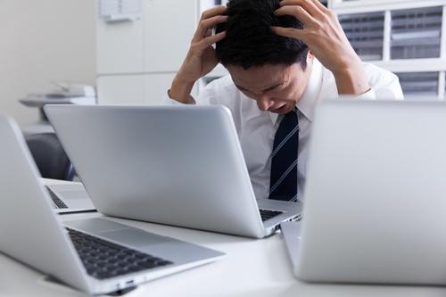 100~1000人規模の企業の3割が、情報システム担当が1人、もしく専任の担当者がいない状態だ(写真はイメージ、写真:PIXTA)