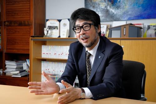 2014年にカクイチの5代目トップとして就任した田中離有社長は「人が変われば会社が変わる」と語る(写真=山田愼二)