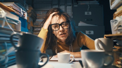 「やめられない」ことで、「無駄な仕事」が増えていく……(写真:Stokkete/Shutterstock.com)